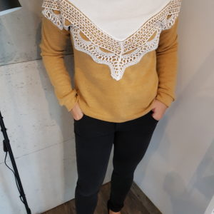 Sweter z aplikacją Honey Triangle with Lace